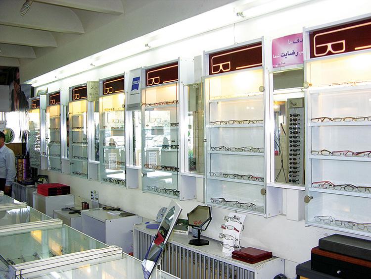 بازسازی مغازه عینک فروشی