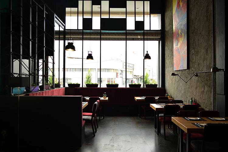 نمای داخلی رستوران