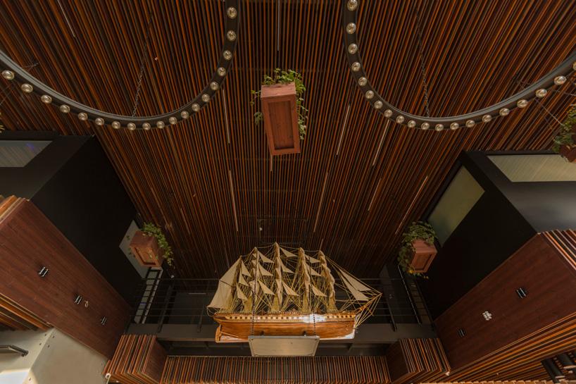 طراحی داخلی رستوران کاپیتان